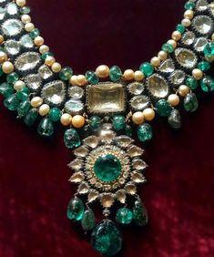 Mughal Jewelry, Indian Jewelry Earrings, Indian Jewelry Sets, Temple Jewellery, Jewelery, Hyderabadi Jewelry, Traditional Indian Jewellery, Royal Jewels, Men Necklace
