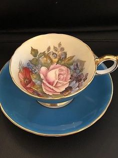 Vintage Aynsley Tea Cup Saucer Turquoise Pink Rose Poppies Signed J. Bailey Another beautiful collectible tea cup and saucer set. Tea Cup Set, My Cup Of Tea, Cup And Saucer Set, Tea Cup Saucer, Tea Sets, Vintage Cups, Vintage China, Vintage Tea, Cute Tea Cups
