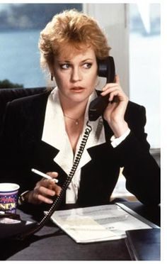 Melanie Griffith working the power suit in Working Girl Melanie Griffith, Film Working Girl, Working Woman, Working Girls, Power Dressing, Kevin Spacey, Fashion Moda, 80s Fashion, Fashion History