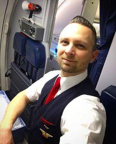 Back on a baby bird.... domestic flying  #crew #cabincrew #crewlife #cabincrewlife #flightattendant #flightattendantlife #boeing #b737 #jumpseat #galley #aft #redtie #domestic #flight #flying #trip #trollydolly #stew #airlines #aviation #crewiser : @krisz77