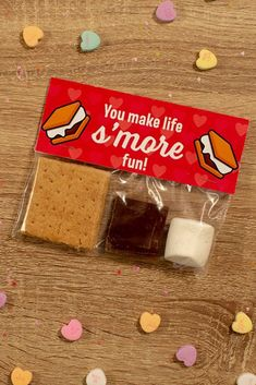Make your own Valentine's Day s'mores kit perfect for your favorite Valentine. Download our printable label! #ValentinesDay #Valentine #smores