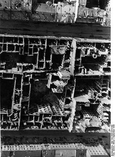 [Photo] Aerial view of destroyed buildings between Zielna and Marszalkowska Streets in Warsaw, Poland, Sep 1939 Start Of Ww2, Munich Agreement, Panzer Ii, Invasion Of Poland, Operation Barbarossa, Before The Fall, Prisoners Of War, The Third Reich, Red Army