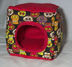 This snuggle cube comes in a skulls pattern and makes for warm and cozy sleeping for your little one! With a cotton exterior and soft fleece on the inside, your small pet will feel right at home!  Approx. Size: 20 x 20 x 20 cm (8 x 8 x 8 inches) My hedgehogs love their snuggle cubes, especially the mamas who will bring all their babies inside to keep them close and safe! This is made for pet owners, by pet owners in a smoke free home!  Machine or hand washable/Dryer safe  NOTE I will re...