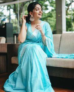 Dress Indian Style, Indian Dresses, Indian Wear, Indian Outfits, Indian Beauty Saree, Indian Sarees, Tamil Saree, Onam Saree, Saree Poses