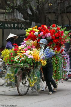 Beautiful flowers on the busy streets of Old Hanoi