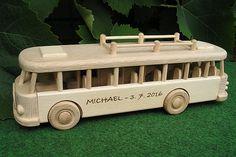 Autobusy, dřevěné hračky s textem na přání. SKLADEM eshop www.soly.cz
