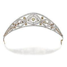 """fashionsfromhistory: """"Tiara c.1910 Sotheby"""" Diamond e colorido tiara de diamantes, cerca de 1910 Old europeu, corte, corte único e diamantes rosa de pesando aproximadamente 6,50 quilates, de corte européia velha e os meus diamantes coloridos velhos pesando aproximadamente ..."""