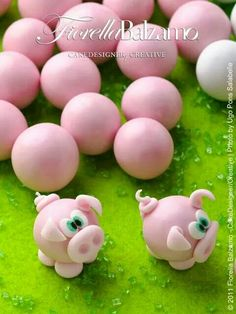 Fondant pig toppers