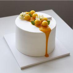 @congmom_cake Creative Cake Decorating, Cake Decorating Techniques, Creative Cakes, Elegant Birthday Cakes, Mango Cake, Homemade Birthday Cakes, Dessert Decoration, Just Cakes, Drip Cakes