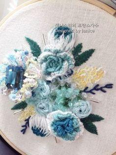 제가 청록색 파란 계열을 좋아 하는데... 그 계열을 사용해서 꽃다발을 수 놓아 봤어요. 여름에 시원한 색...