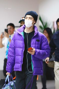 181027 💖💖 @ Incheon Airport heading to Manila cr : logo Show Champion in Manila 🗓 October Sehun, Exo, Airport Style, Airport Fashion, Incheon, Casual Wear, Champion, Winter Jackets, How To Wear