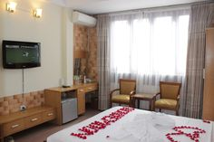 http://madammoonguesthouse.com/madam-moon-guesthouse/room-rates / view of superior room