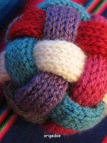 Speel-Bal breien: Wat heb je nodig: * Restjes wol * 2 Bierviltjes * Stopnaald  Brei 6 lapjes in tricot steek oftew...