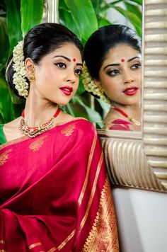 View the bridal/wedding portfolio of Shalomi, a London based makeup artist and hair stylist specialising in Asian, Indian, Tamil and Pakistani Bridal styles Beautiful Buns, Beautiful Girl Image, Beautiful Saree, Bengali Bride, Pakistani Bridal, Indian Silk Sarees, Indian Beauty Saree, Indian Bridal Makeup, Bridal Beauty