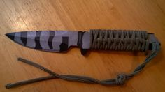 Paracord  Tactical Knife 440C stål 57HRC via Saljbolaget.com. Click on the image to see more!