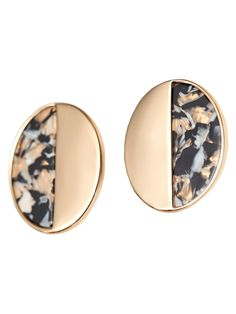 Earrings comprising a contrasting piece with a marble-effect finish. Featuring omega backs.