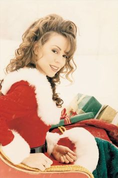 Just another lamb posting festive moments pictures of our queen dahling aka the best selling female artist of all time, Mariah Carey. Mariah Carey Music Videos, Mariah Carey 1990, Mariah Carey Merry Christmas, Queen Mimi, Steve Harvey, Female Singers, Most Beautiful Women, Good Music, My Idol