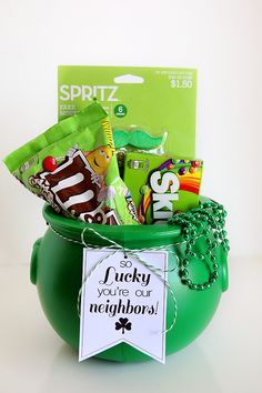 18 St Patrick's Day crafts that are the perfect DIY project for you and your family! Check out these AMAZING St Patrick's Day crafts! Craft Gifts, Diy Gifts, Holiday Crafts, Holiday Fun, Easter Crafts, Saint Patrick's Day, Baby Dekor, St Patrick Day Treats, St. Patricks Day