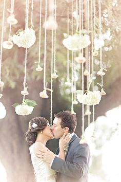 hanging flowers with twine // photo by Glass Jar Photography // http://ruffledblog.com/georgia-oak-tree-elopement