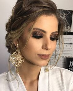 Está semana tem vídeo desta Make! … - Prom Makeup Looks Prom Makeup, Bridal Makeup, Wedding Makeup, Bridal Hair, Hair Makeup, Eye Makeup, How To Make Hair, Make Up, Summer Wedding Hairstyles