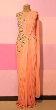 Buy beautiful peach designer saree gown for party online. Party wear indowestern gown available at indiabazaaronline. Indian Dresses, Indian Outfits, Western Dresses, Saree Gown, Stylish Sarees, India Fashion, Fashion 2017, Indian Attire, Draped Dress