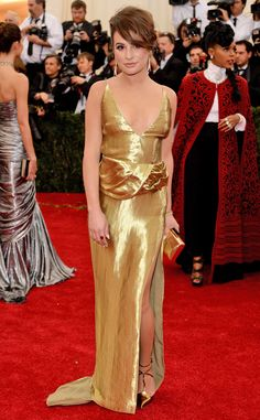The extra layer of material in the middle of Lea's gold Altuzarra gown is throwing us off a bit.