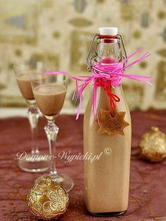 Christmas gingerbread liqueur - brown rum 2 tablespoons Nutella or other nut nougat cream whipped cream 3 level teaspoons of gingerbread spice powdered sugar - Mason Jar Gifts, Mason Jar Wine Glass, Homemade Liquor, Homemade Gifts, Irish Restaurants, Christmas Drinks, Irish Cream, Christmas Gingerbread, Smoothie Drinks