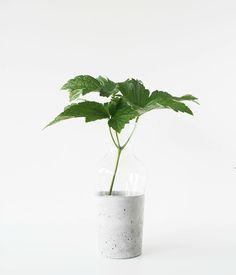 Vase i beton, DIY // Opgraderer en glasvase med beton og få et helt andet udtryk. Vejledning af Monsterscircus