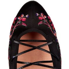 Etro Cora embroidered satin pumps ($1,042) ❤ liked on Polyvore featuring shoes, pumps, satin pumps, strap pumps, black round toe pumps, embellished pumps and print pumps