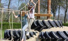 De Tractor Banden Klimtoren van FarmCamps Hoeve Sonneclaer