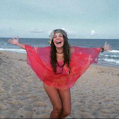 ACONTECE: Elba Ramalho deixa as pernas à mostra