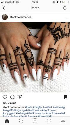 Best Black Mehndi Designs – Our Top 40 Black Henna Picks – Mehndi Designs Tips Henna Tattoo Hand, Henna Tattoos, 1000 Tattoos, Henna Ink, Henna Body Art, Body Art Tattoos, Tribal Hand Tattoos, Henna Hand Designs, Black Mehndi Designs