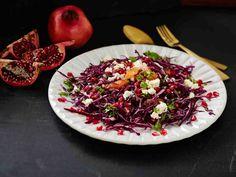 Ravintosisällöltään hyvän granaattiomenan siemenet sopivat salaatteihin, jälkiruokiin ja myös lämpimien ruokien koristeelliseksi lisäksi. Mehua voi käyttää...