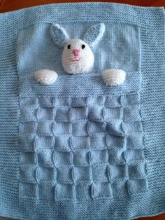 Very cute baby blankets available in two sizes suitable for crib, pram or car seat. Made with acrylic yarn in a choice of colours. The smaller size measures 18 X 14 and would be suitable for a Moses basket or crib - ideal size for tiny babies. Handmade Baby Blankets, Knitted Baby Blankets, Baby Blanket Crochet, Crochet Baby, Baby Knitting Patterns, Loom Knitting, Crochet Patterns, Handgemachtes Baby, Baby Toys