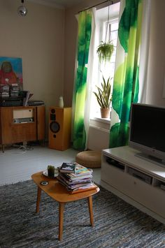 Matimekko Vaalea Kuulas fabric in a Finnish living room. Living Room Interior, Interior Design Living Room, Living Rooms, Living Room Green, Home And Living, Marimekko Fabric, How To Make Curtains, Green Colors, Bedroom