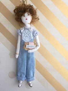 デニムサロペットの女の子 バッグチャーム