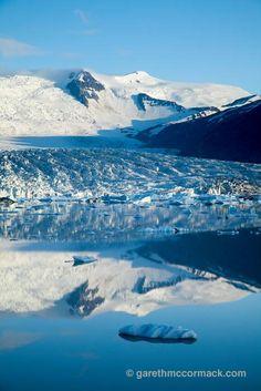 Reflection of Fjallsjokull glacier in Fjallsarlon iceberg lagoon, Sudhurland, Iceland. Stock Photo