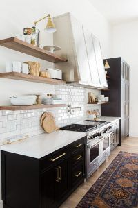 Modern Kitchen Design. Transitional, modern kitchen. Transitional, modern kitchen with warm elements. #Kitchen #ModernKitchen #TransitionalKitchen #TransitionalKitchens #Kitchens Studio McGee.