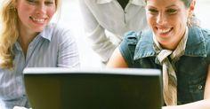 """Cómo programar una reunión en Outlook. Cómo programar una reunión en Outlook. En Outlook, una reunión es una cita en la que te juntas con otras personas o en la apartas recursos para utilizarlos en cierto horario (como una sala de conferencias). Puedes determinar el horario de las reuniones mirando la disponibilidad de tus invitados antes de enviar la """"invitación"""". Estas instrucciones ..."""