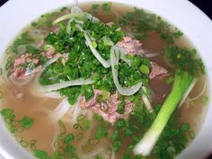 Pho is one of the traditional dishes are the most popular in Vietnam Pho Vietnam, The Bo, Beef Noodle Soup, Asian Noodles, Vietnamese Recipes, Seaweed Salad, Palak Paneer, Asparagus, Food And Drink