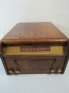 Trav-ler Radio Phonograph Record Player Turntable