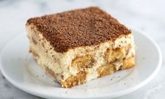 Tiramisu Recipe with Tips Tiramisu is one of our absolute favorite desserts. It is even simple to make, you just need a little time.Tiramisu is one of our absolute favorite desserts. It is even simple to make, you just need a little time. Italian Tiramisu, Italian Desserts, Köstliche Desserts, How To Make Tiramisu, Homemade Tiramisu, Best Tiramisu Recipe, Tiramisu Recipe With Cream Cheese, Dessert Thermomix, Chocolate Tiramisu