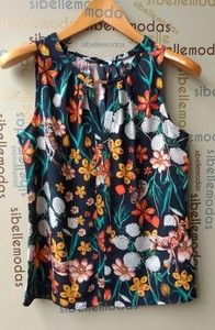 BLUSA CREPE PRINT Sleeveless Shirt, Ideias Fashion, Women's Fashion, Clothes For Women, Blouse, How To Wear, Shirts, Fabric Flower Tutorial, Womens Fashion