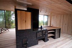Pedase väliköök: tellistest suitsuahi, pliit, kamin ja grill / KAMP Arhitektid