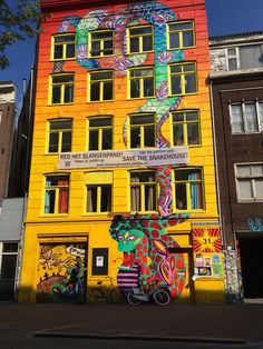 * #Graffiti house on Spuistraat 199, #Amsterdam. A squatted house.