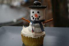 Snowmen Cupcakes with marshmallows