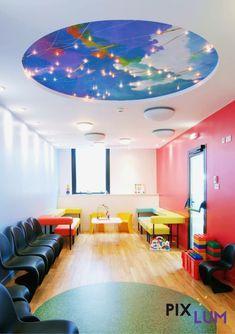 PIXLUM LED Sternenhimmel können sehr einfach mit Spanndecken & Wandbespannungen verschiedener Hersteller kombiniert werden. Dies ist ein schneller und einfacher Weg zur Kaschierung der Oberfläche der Stromleiterplatten. Die Spanndecke wird über den Platten montiert und ist dadurch für den Betrachter nicht mehr sichtbar. Die LEDs werden einfach durch die Spanndecke  gesteckt. Besonders geeignet sind bedruckte Spanndecken. Conference Room, Led, Table, Furniture, Home Decor, Fabric Wall Coverings, Waiting Rooms, Homemade Home Decor, Meeting Rooms