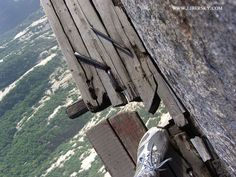The Most Dangerous Footpath in the world!