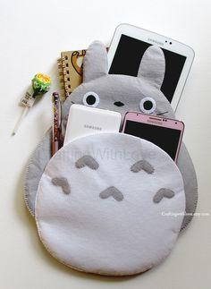 Funda para iphone de totoro felt case, felt pouch, ipad mini cases, ipad ca Anime Crafts, Kawaii Crafts, Kawaii Diy, Cute Crafts, Felt Crafts, Diy And Crafts, Totoro, Cadeau St Valentin, Felt Case