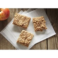 While the world is posting gorgeous brunch photos (could everyone please send me those amazing looking waffles and pancakes you just made), we wanted to share another great #schoolsnack idea. These Spiced Apple and Pear Oat Bars are #schoolsafe, easy, packed with real fruit and so yummy. Make them ahead for the week. Recipe in link.